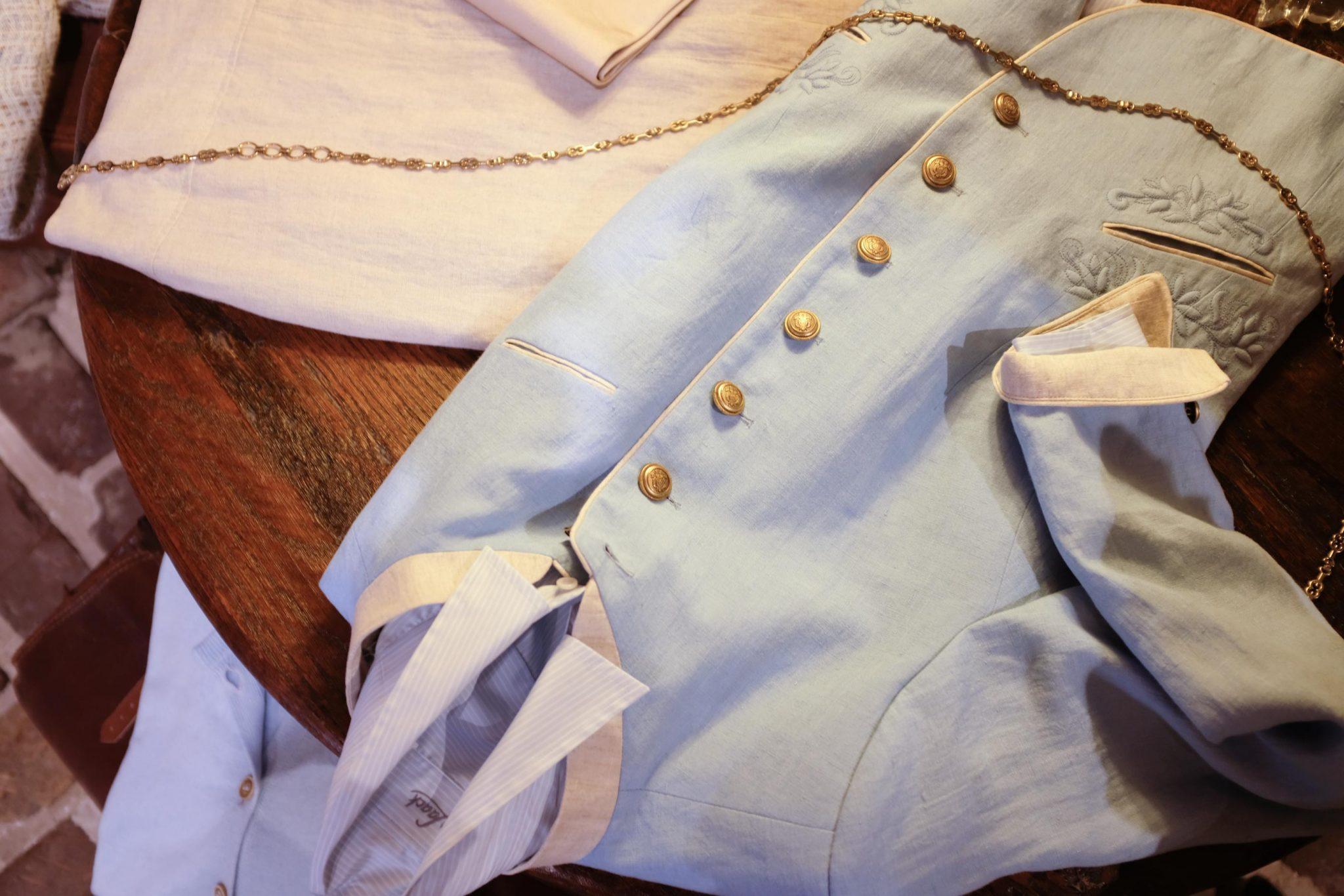 Spring lichtblauw jasje