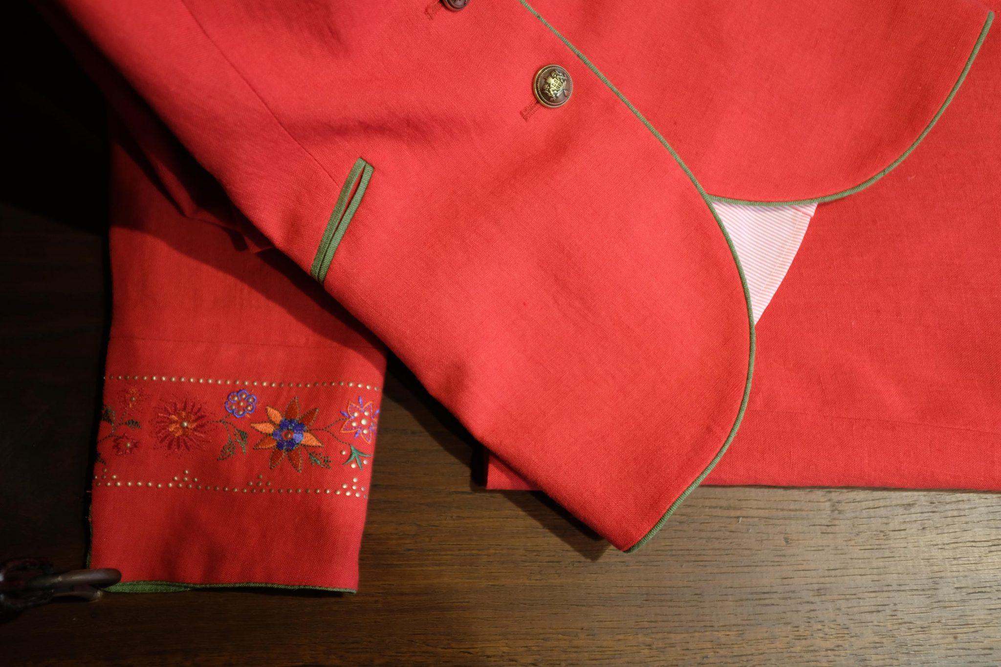 Rood jasje borduursel