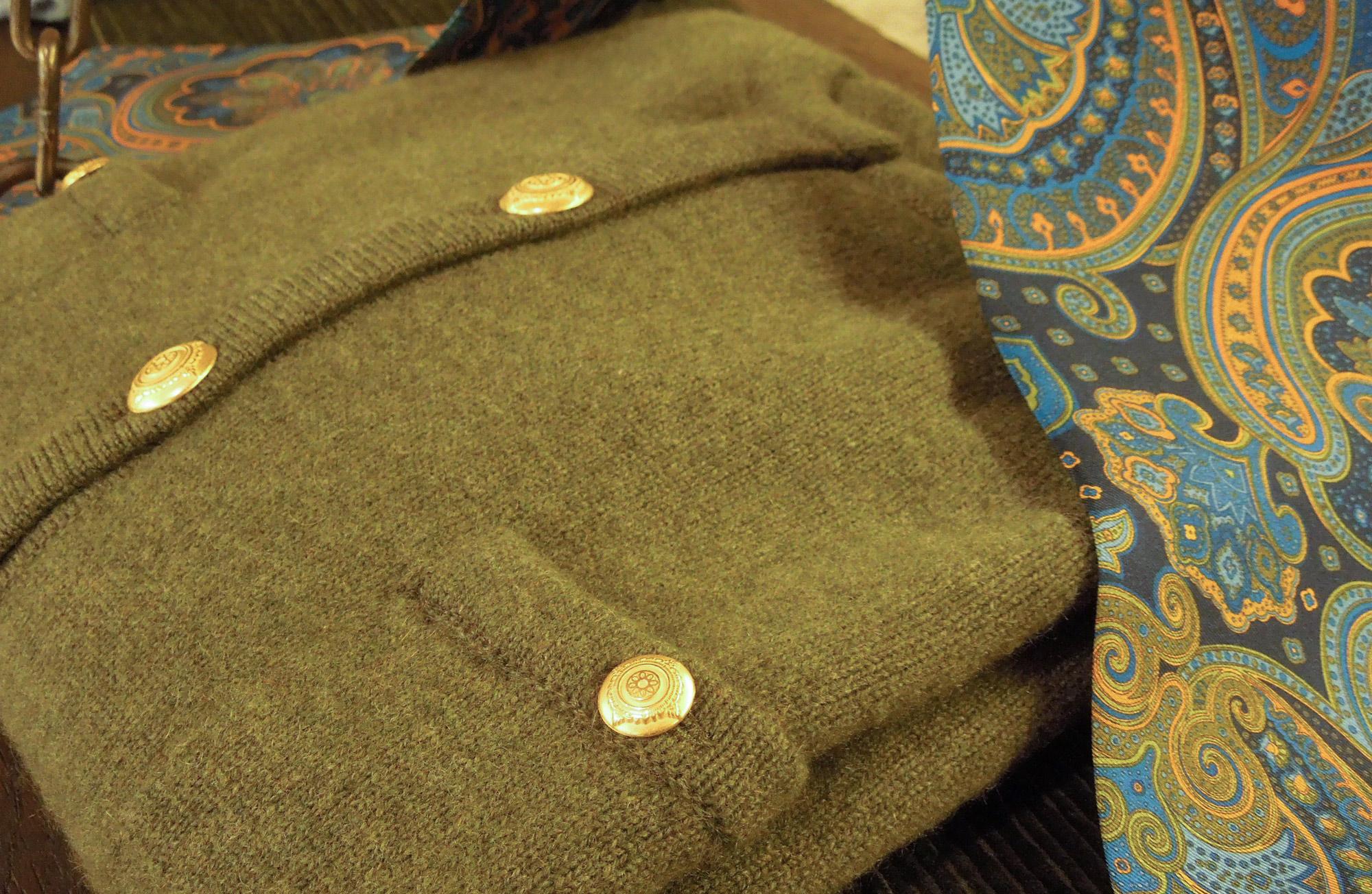 15 – Mosgroen vest paisley sjaal